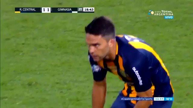 Hoy cumple 35 años Matías Caruzzo, el único hombre capaz de tirar un caño DENTRO DE SU ÁREA en una final del fútbol argentino. #CopaArgentinaEnTyCSports.
