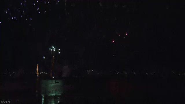 長野県の諏訪湖で4万発余りの花火が夜空を彩る「湖上花火大会」が15日夜開かれ、およそ46万人が楽しみました。#nhk_news #nhk_video