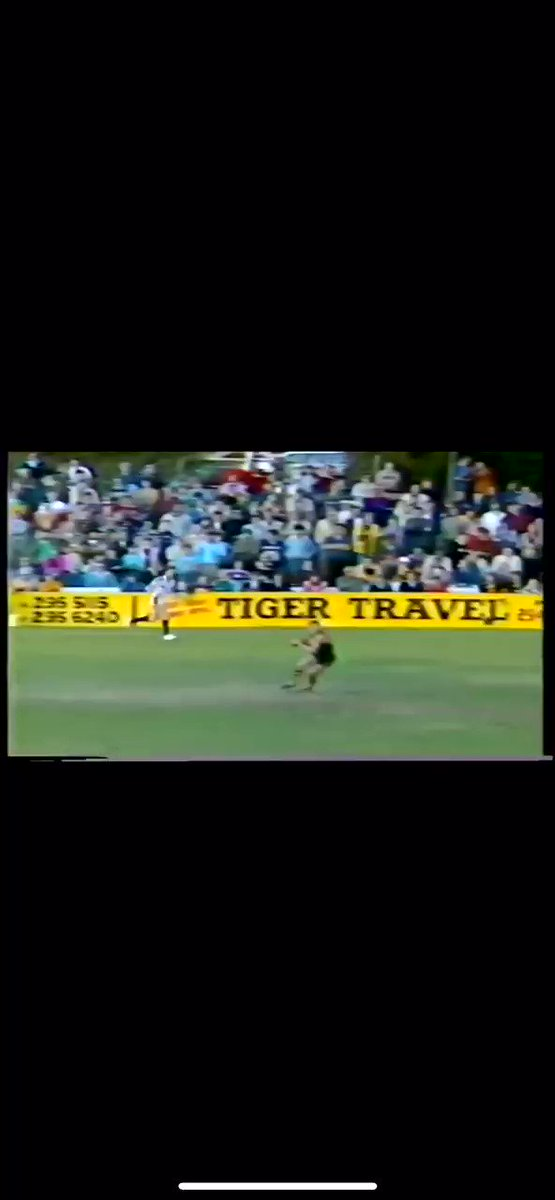 Bay Oval at its absolute peak. Still one of the best goals I've ever seen @GlenelgFC #FridayFlashback