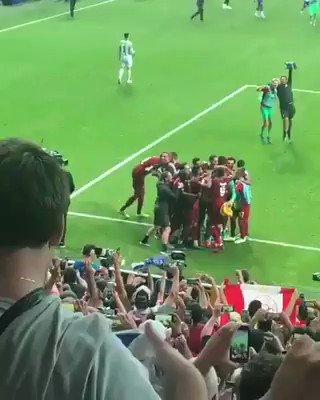 Aquí el momento en el que un feliz hincha del Liverpool lesiona a su portero.