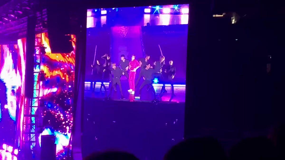 [#KangDanielinSG] Daniel performing #뭐해 #whatareyouupto #KangDaniel1stFanmeetinginSG #KangDanielColorOnMeinSG #KangDaniel #강다니엘