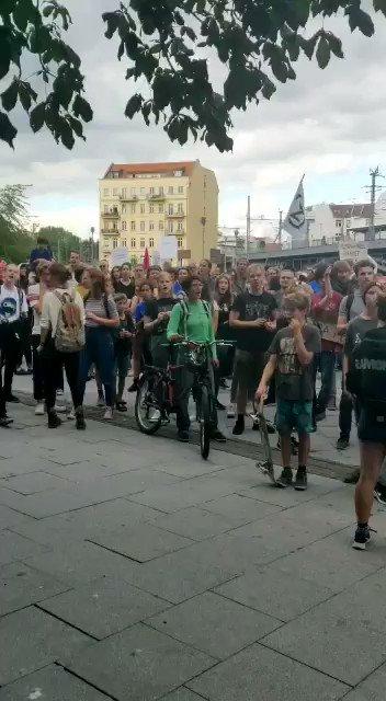3 Gründe, warum #INSMbedrohtParis trendet & wir in Berlin und Köln demonstrieren: ⚠️Versuch, mit großer Kampagne #Klimaschutz zu verschleppen ⚠️Undurchsichtige Finanzierung v.a. von Metall-& Elektroindustrie ⚠️12 Fakten zum Klimaschutz lenken von deutscher Verantwortung ab
