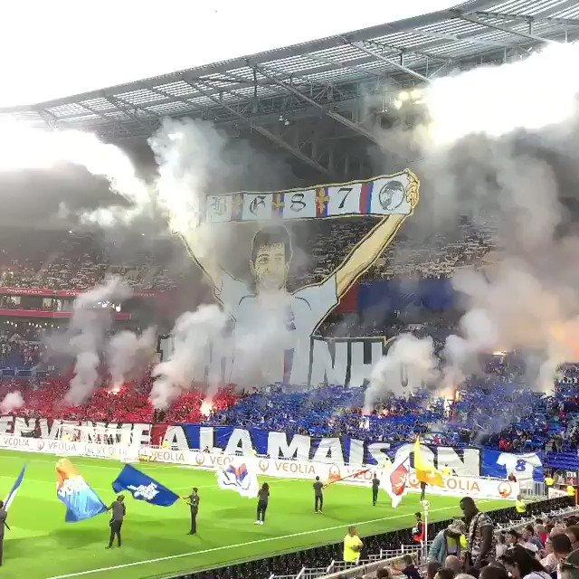 🎥 Les Bad Gones accueillent Juninho pour son retour à Lyon comme il se doit 🔥 #OLSCO #BG87