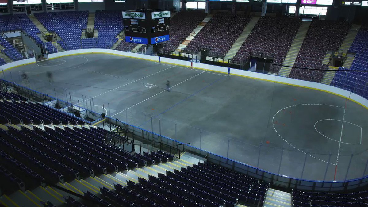 The puck drops soon!   09.27.19   #RoarWithUs #YYJ https://t.co/9HzxyabzJI