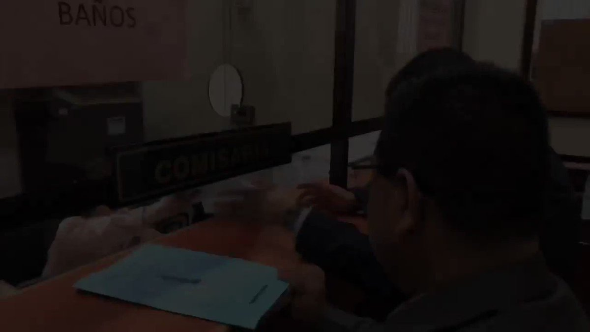 ÚLTIMA HORA: abogados de Sandra Torres hacen entrega de pasaporte de la ex candidata ante Juzgado A de Mayor Riesgo.