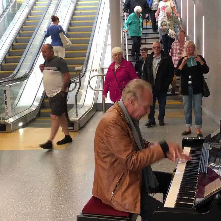 Stan Urban - Some Rock n Roll in Dundee train station #Dundee