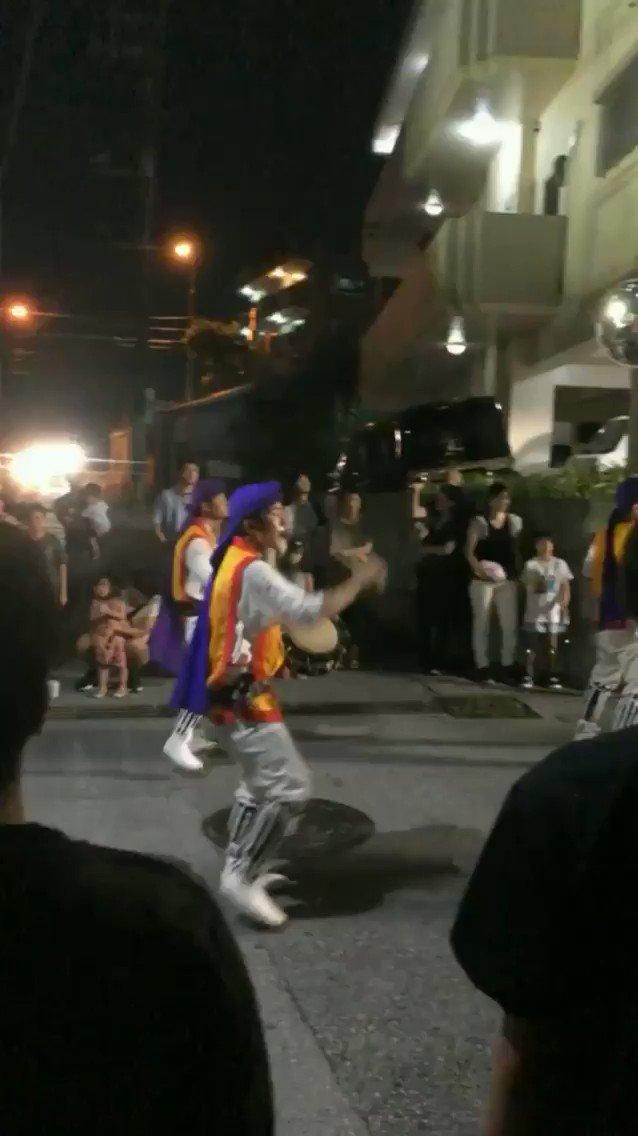 エイサー練習の音がうるさいからって自治会に警察まで呼んでやめさせようとする移住民!沖縄の気候などを好んで移って来てくれるのは嬉しいけど、ずっと続いてきた沖縄の文化を壊さないで欲しい。てか移住前に調べなかったの??あ、動画は知り合いが撮った今年のウンケーのやつです。