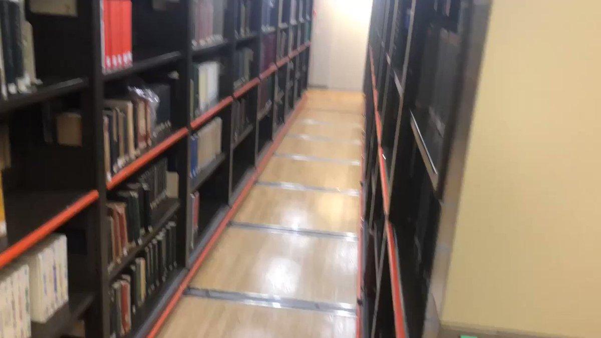 大型図書館によくあるこのシステム、「古の知識が今の技術によって保管されてる感」が地味に唆るので好きです。