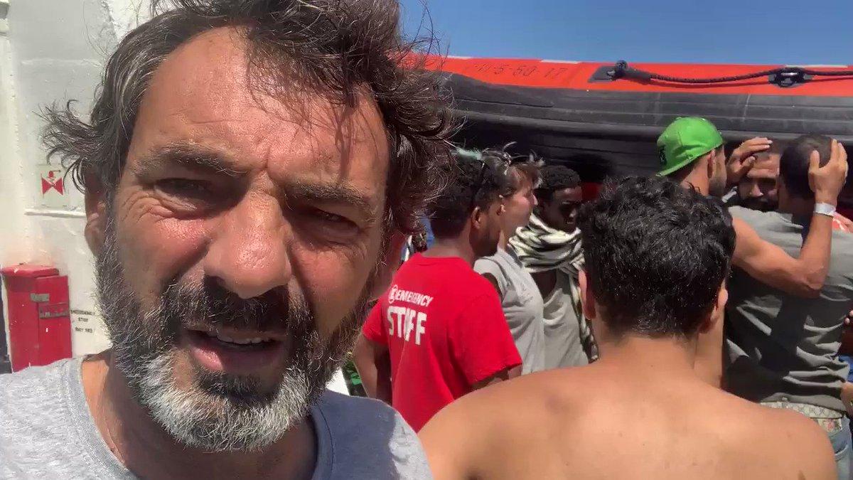 Sr @sanchezcastejon Perdone que le moleste en sus vacaciones, pero somos ciudadanos españoles, víctimas de un secuestro, y no de piratas somalíes. @EFEnoticias @AP @Reuters @CNN