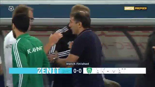 Chacun a tenté à la fin du match de discuter avec l'arbitre. Mais personne n'a semblé avoir de réponse! #Zenit