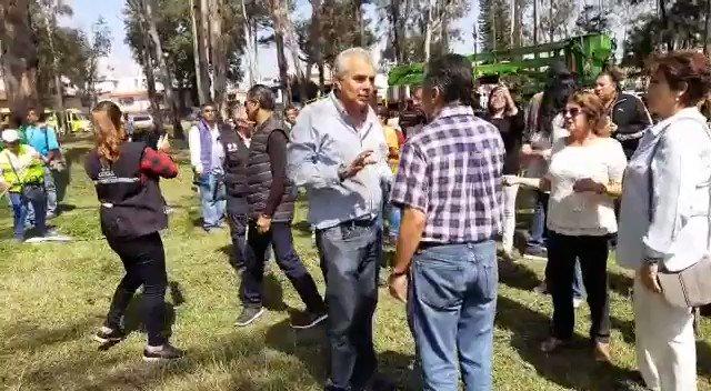 Durante la jornada de #SabadoComunitario en el parque Manuel Negrete en Calzada del Hueso y Rancho Zinampa Col. Hacienda Coyoacán el barrido manual fue de las actividades más intensas con un total de 7 mil ml. de volumen-producto. #HagamosEquipo#CoyoacánTrabajaParaTi