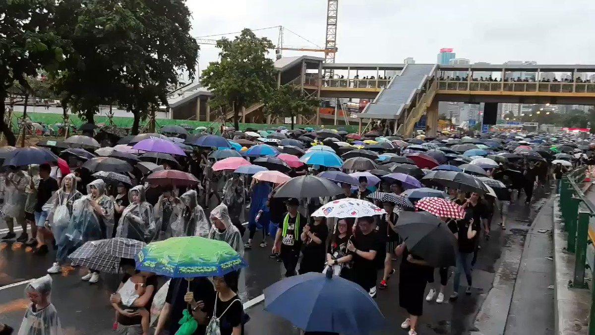 #HongKong: Gloucester Road completely packed despite the rain