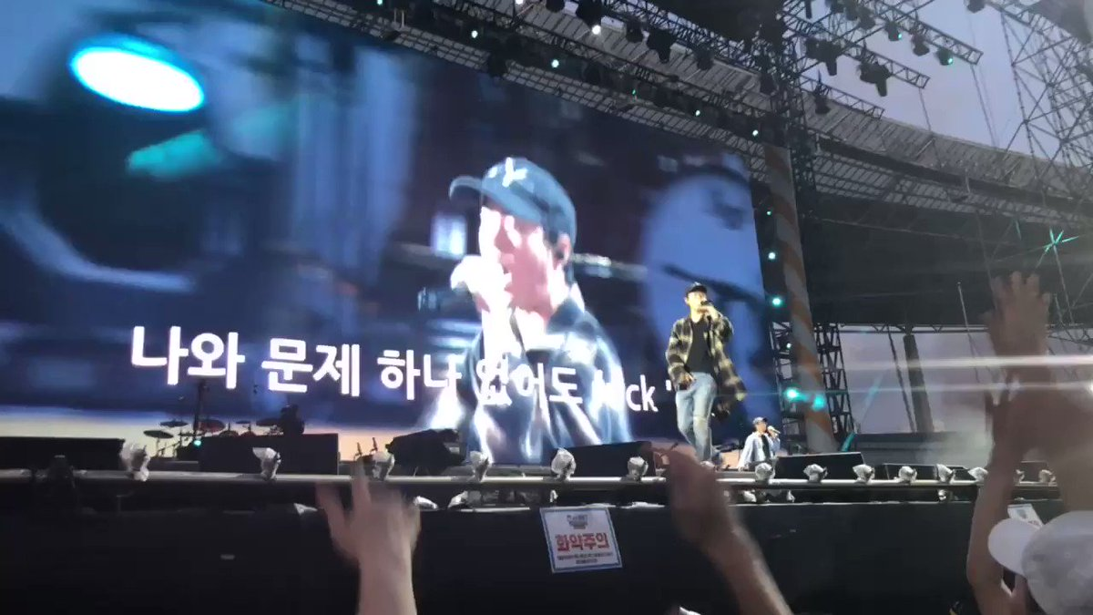 Epik High performed Born Hater, and still with Hanbins voice at the chorus part... Thank You for the appreciation and keep Hanbins voice in the song specially thats live performance, Thank You so much 🙏 @blobyblo @psy_oppa