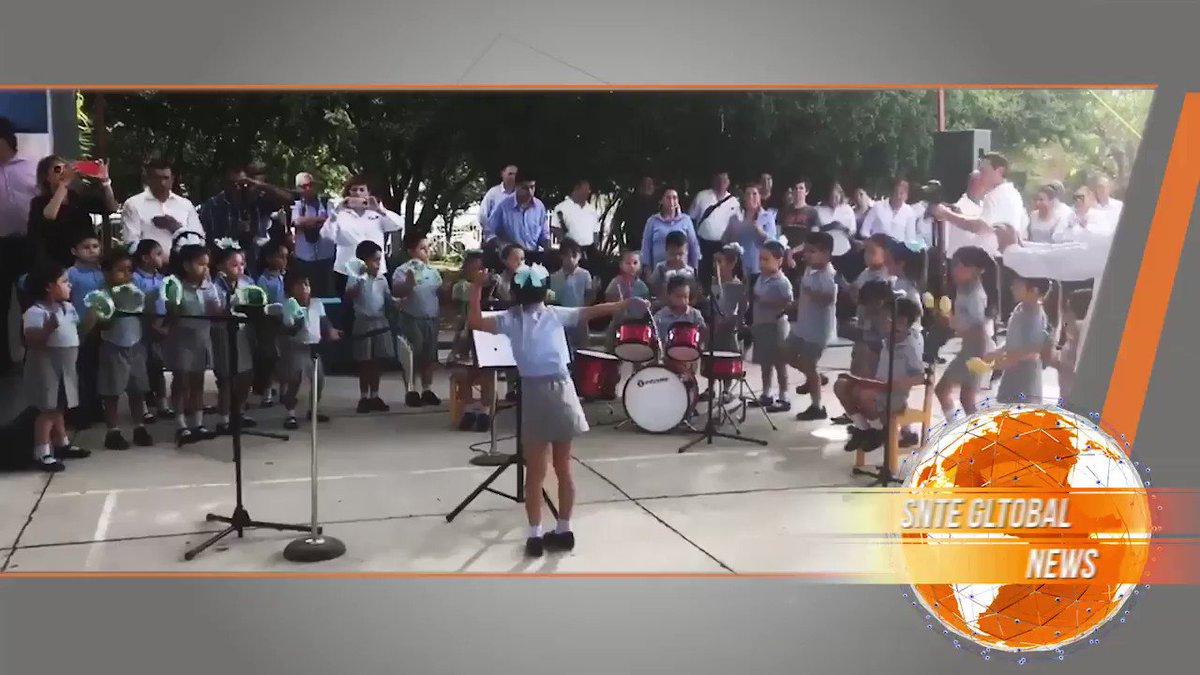 #SnteGlobal 🇲🇽🌎 🎼 Prodigy girl dazzles the world as a childrens orchestra director, thanks to professor #SNTE that inspire 💯 ✅ #FelizDomingo キヨanan #KMJS あな番 #cpfc #関ジャム #feyutr #CHELEI #1KürtçeSöz @alondradlp @arteycultura @BBCPhilharmonic @rpoonline @enterARTEdf