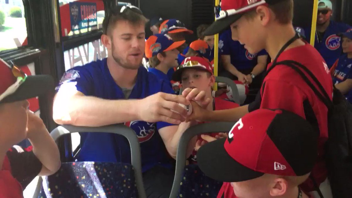 North Vancouvers Rowan Wick chatting pitching grips with the Canadian team at the Little League World Series. 🎥: @MLBastian