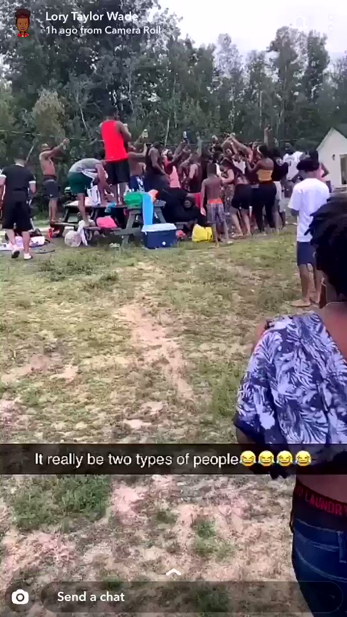 RT @Ebydassme: YOOO COME LOOK AT THIS!! The cultural difference is astonishing 😅😅😂😂 https://t.co/VIJZfZvIpR
