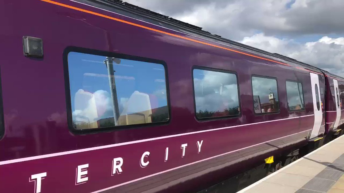 Here's the new East Midlands Railway livery on 222104.