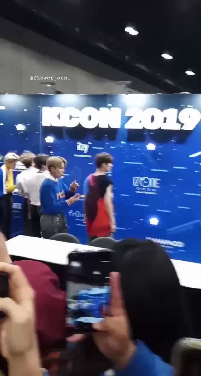 guys, I recorded when mingi went over to oneus logo and waved at it :((( sad hours 😭