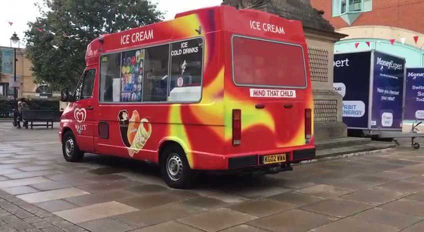 Should @lincolncouncil allow parked vehicles to regularly idle in pedestrian zones? Shouldn't commercial vehicles like this one have to pay for and use electricity pop-ups?  #AirPollution #ClimateEmergency #NO2idling #ActNow