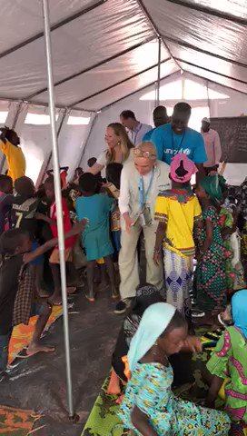 Great to see so many children at a safe learning space at a displacement camp in Mopti, #Mali. Many more are in dire need of education and protection services in regions affected by crisis. @unicefmali is there to do everything we can with our partners. #ChildrenUnderAttack