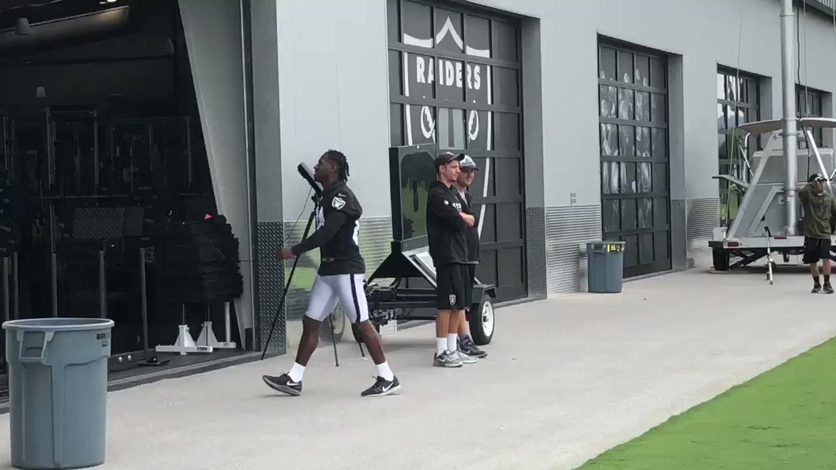 Brief Antonio Brown sighting as the #Raiders go into the stretch portion of practice. @nflnetwork