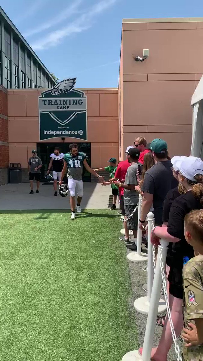 .@jjarcega_22 and @NathanGerry giving pre-practice high fives to our friends @AccessSportsExp.