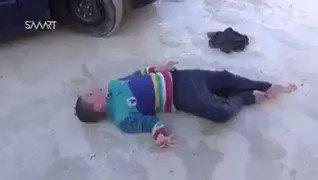 الذكرى السنوية لقصف نظام الأسد لمدينة #خان_شيخون بغاز السارين في عام 2017، كانت مكافأة نظام كلب إسرائيل أن تقوم #روسيا بقتل وتشريد من تبّقى من سكان المدينة وحرق الأخضر واليابس وسط صمت عالمي عربي وغربي شريك في الجريمة. #AssadCrimes #Syria #كورونا_الأسد