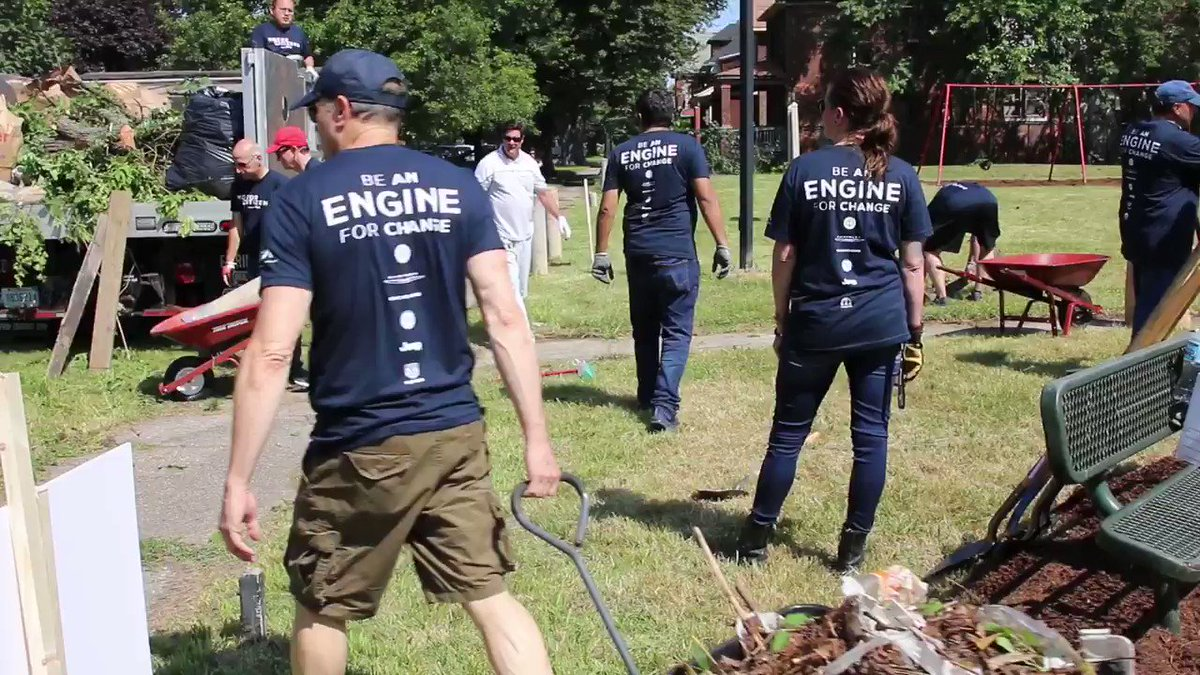Cleaning up Beniteau Community Park, which is right next to our new automotive assembly plant in Detroit, is just one of the ways that we're making good on our commitment to the city and its residents. Learn more here: bit.ly/2KMR0wJ #FCA4Detroit