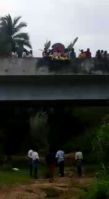 Dead body of a Dalit man had to be lowered from a bridge as people belonging to upper caste community allegedly denied permission to take out his funeral procession through their agricultural lands in Vellore. This is the sad reality of 21st century India!
