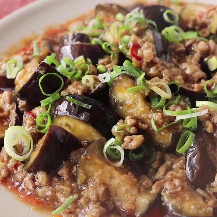 麻婆茄子を少ない材料で!『めんつゆで簡単 麻婆茄子』調味料をたくさん使うイメージのある中華料理のですが、めんつゆを使うことで大幅カット!ナスを豆腐に代用すれば麻婆豆腐に早変わりです。ぜひ作ってみて下さいね。▼レシピページはこちら