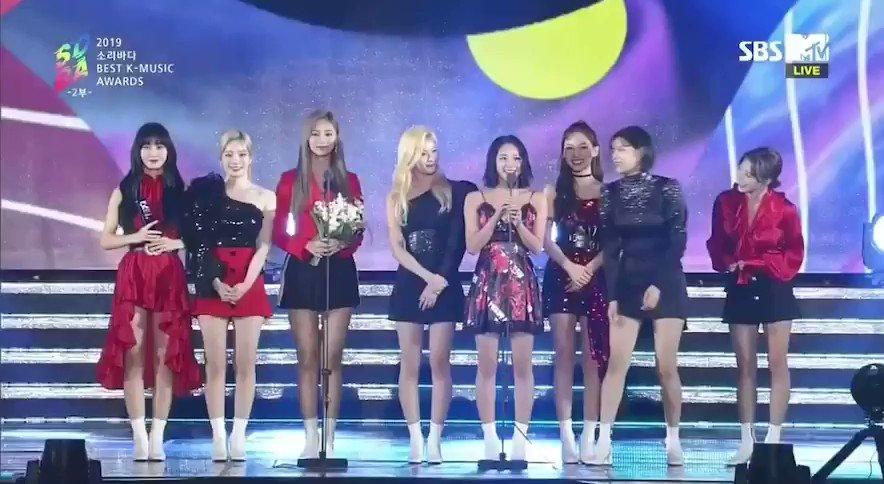 韓国の番組なのに韓国語だけじゃなくて、ちゃんと日本語でも中国語でもそれぞれの国のメンバーがお礼言ってくれるのTWICEらしくてめっちゃいいな😳ツウィのペラペラな中国語はいつ聞いてもカッコイイ……🥰