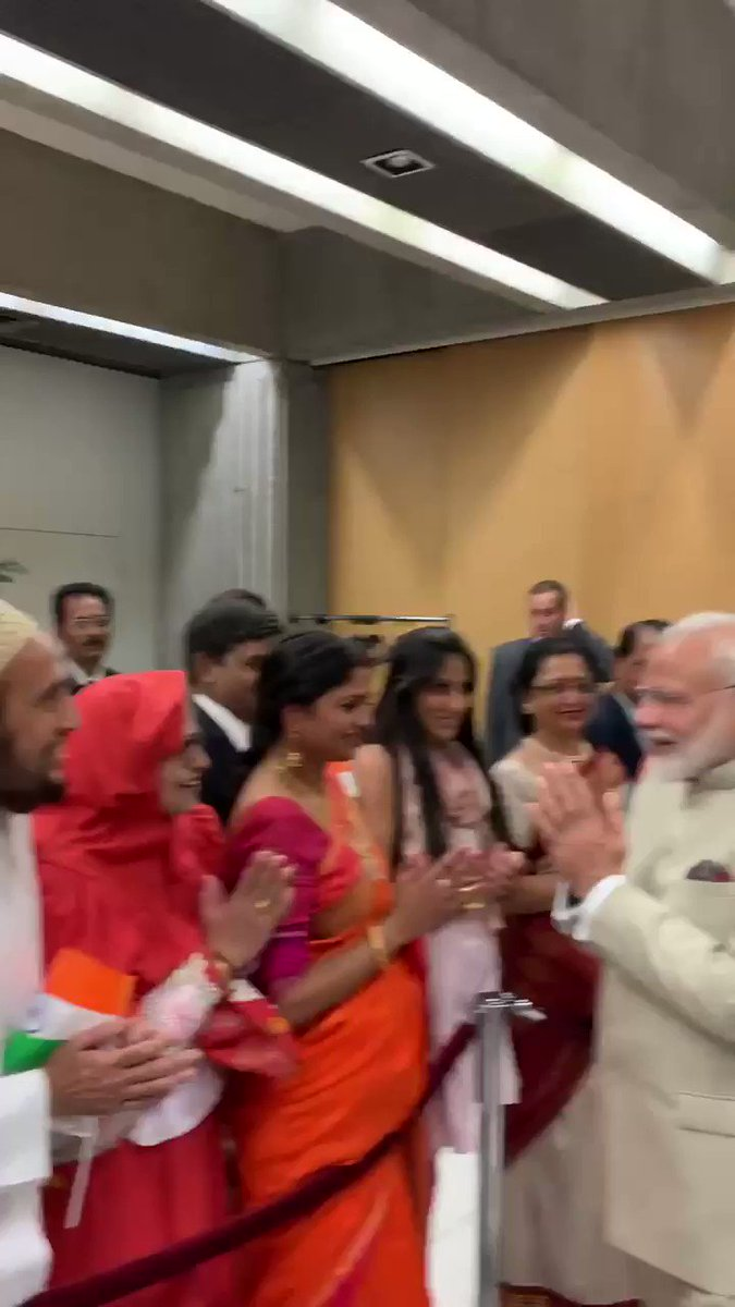 Warm welcome, warm conversations. A glimpse of how Indians based in France welcomed PM @narendramodi.