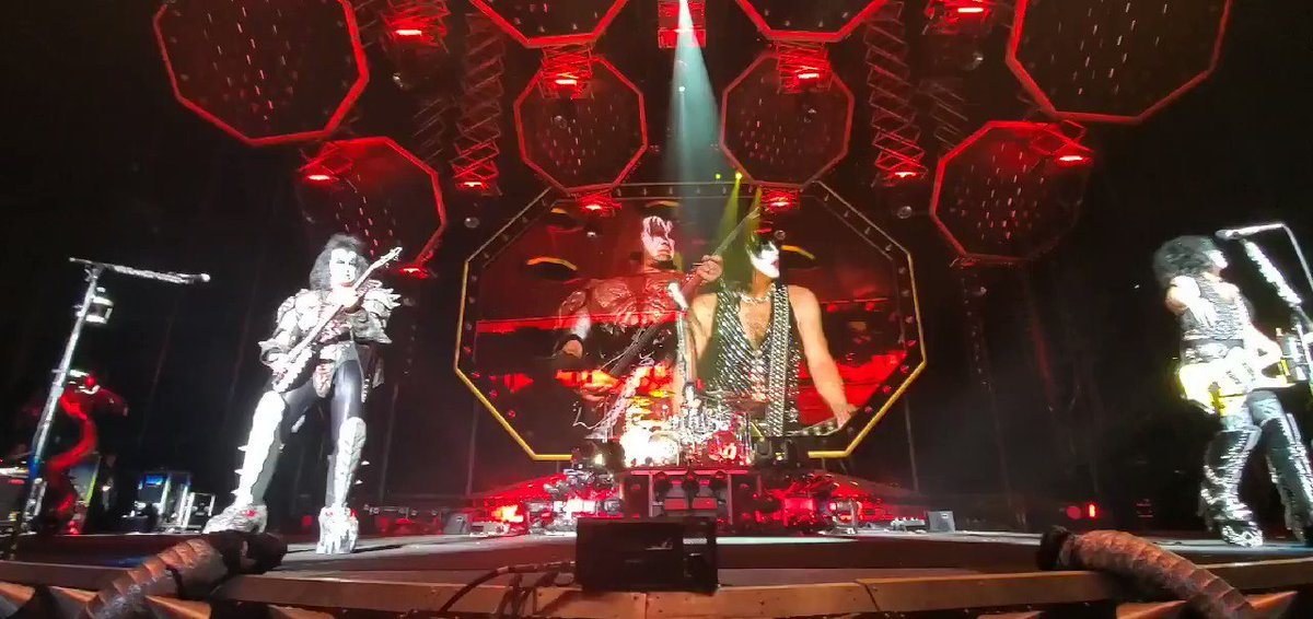 Let Me Go, Rock N Roll in @ Hershey, Pennsylvania. #EndOfTheRoad World Tour