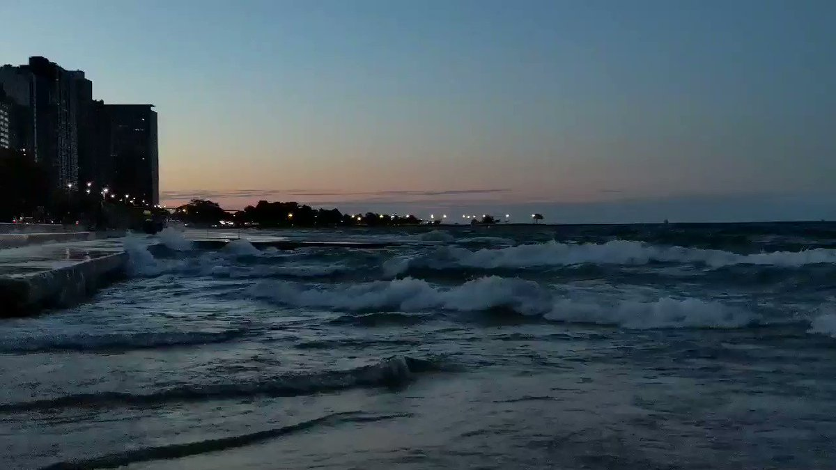 Current conditions in #Chicago ....waves. A lot of waves. #LakeMichigan #sunset #chicago #weather #waves #weathernation @WeatherNation @ABC7Chicago @WindyCityWxMan @sunset_wx @StormHour @ThePhotoHour @PhotographyWx https://t.co/aOKWzUOjKe