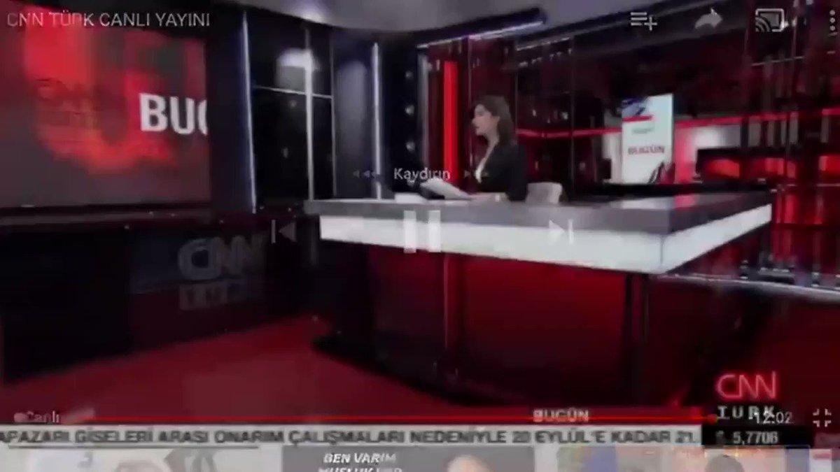 Kırıkkalede boşandığı erkek tarafından 10 yaşındaki kızının gözleri önünde öldürülen #EmineBulutun haberini sunan CNN Türk spiker Semiha Şahin, canlı yayında ağladı. #ölmekistemiyorum #kadınaşiddetehayır