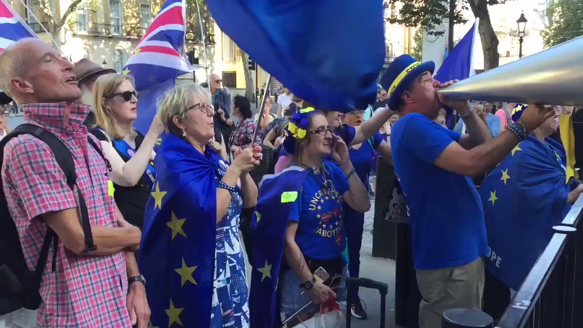 Tonight's 5 o'clock shout is dedicated to all you Remainers. Have a great weekend! We can do it! #StopBrexit