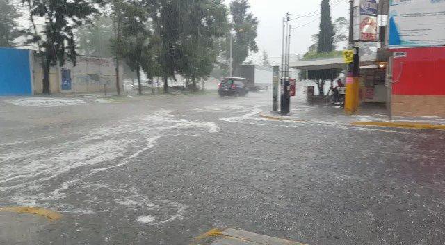 Las fuertes lluvias de este viernes afectan la zona oriente de la Ciudad de MéxicoDetalles: http://bit.ly/2P8i2mu