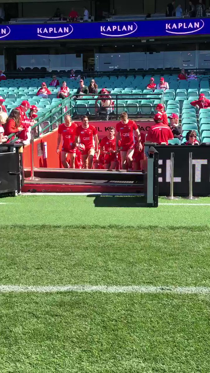 Image for the Tweet beginning: On field warm up time