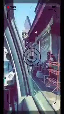 مقبوضہ کشمیر میں ایک خاتون نے ائرپورٹ جاتے ہوئے راستے کی وڈیو بنائی ہے جس میں جگہ جگہ زمین پر خون پڑا نظرآتا ہے👇🏻 #KashmirNuclearArmageddon