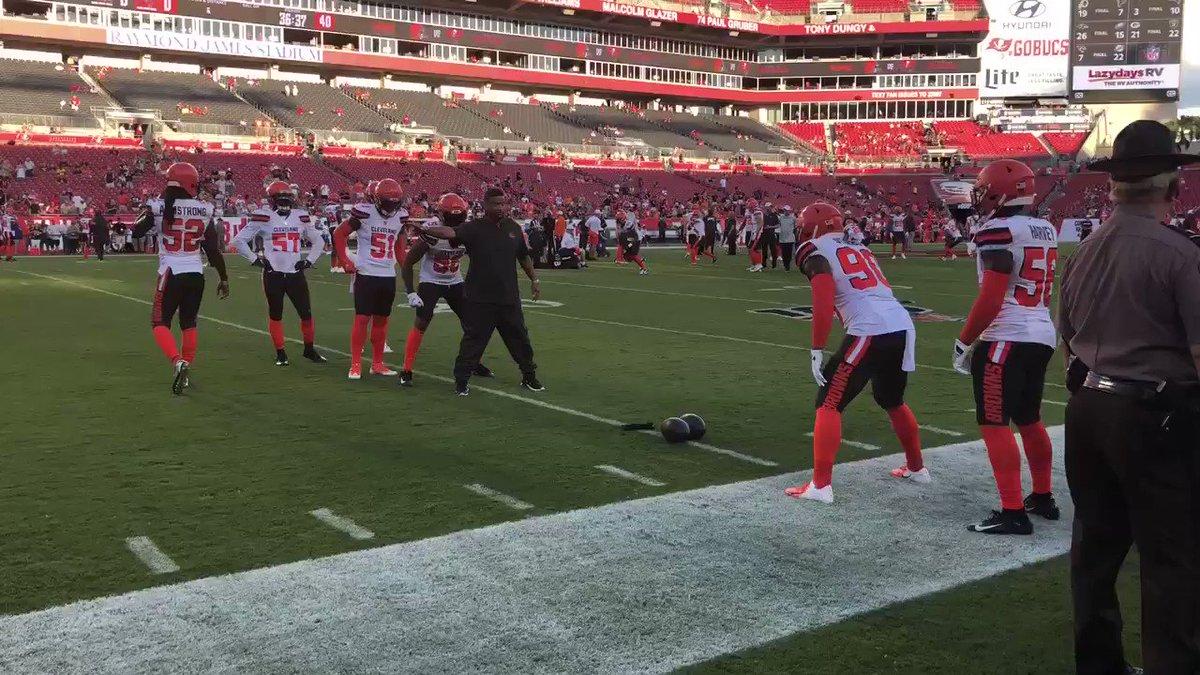 RT @coach_dale_: Cleveland Browns LB warm-up. https://t.co/pdN4NBpLu3