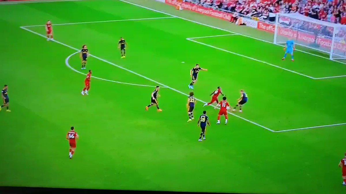 RT @FifunmiRexx: Bobby Firmino doing Arsenal players dirty 😂 #LIVARS  https://t.co/QCGVIL7qxg