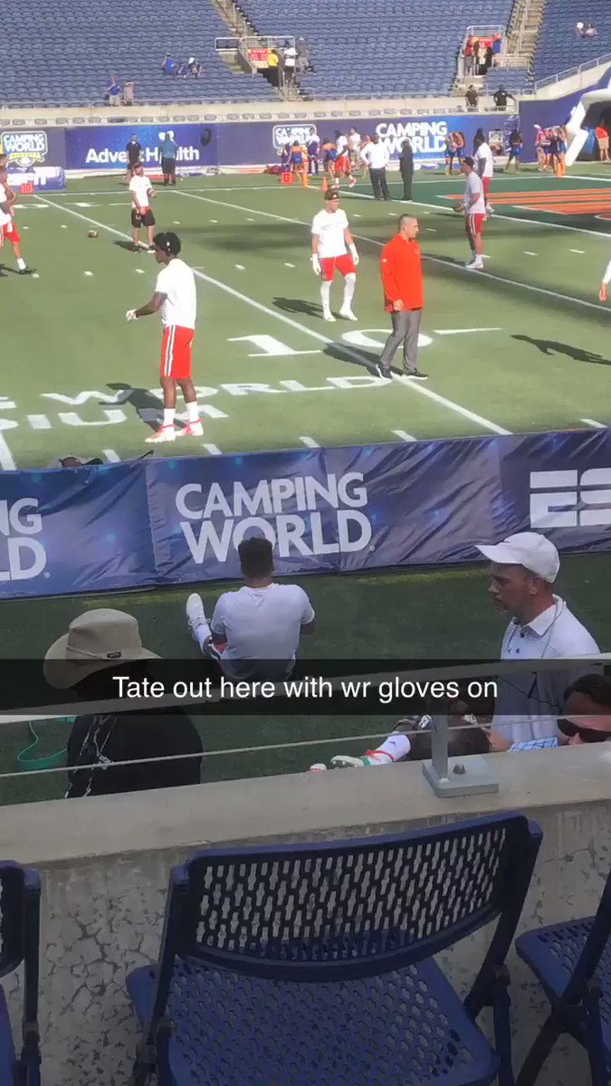 Miami QB Tate Martell Warming Up With Wide Receivers Ahead Of Game vs. Florida