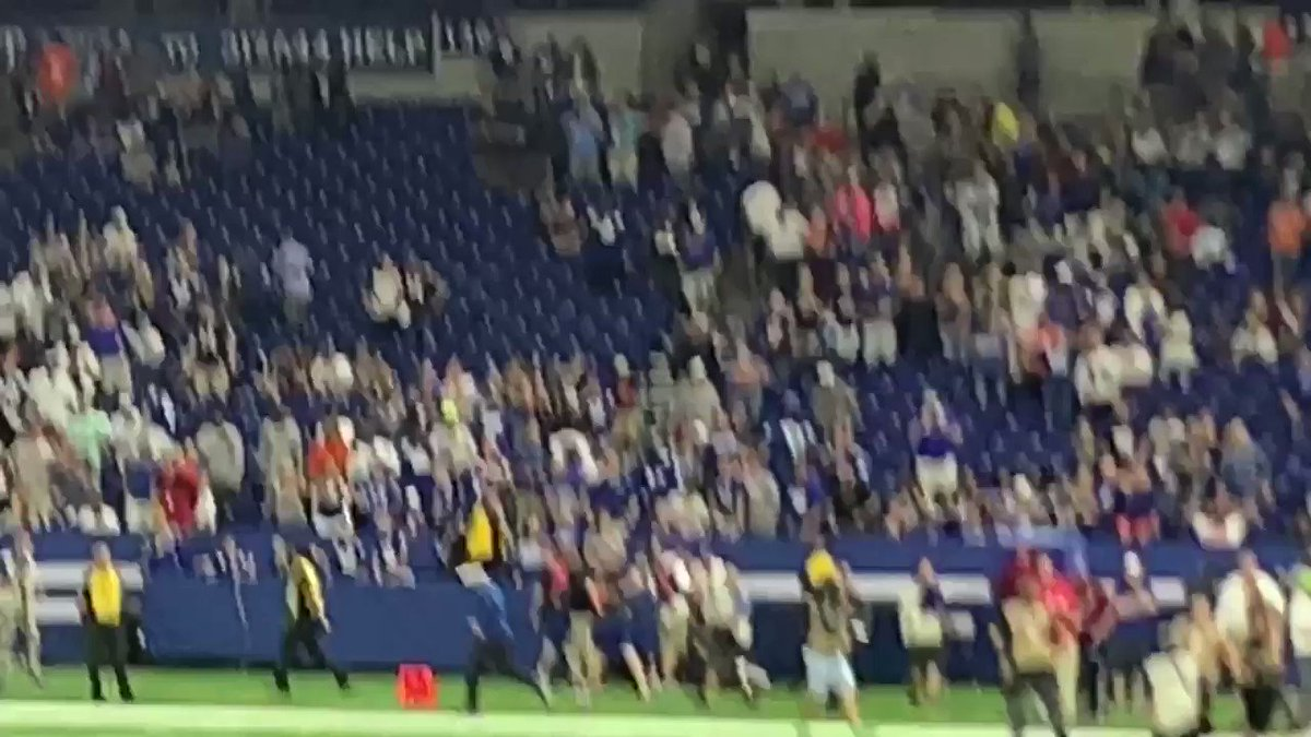 RT @nascarcasm: Sweet lord they're booing him. #AndrewLuck #Colts https://t.co/XKyo9tHlwP