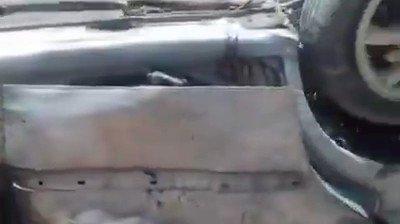 اتهمت حكومة #ليبيا، السبت، #الإمارات بقتل 4 مدنيين في قصف جنوبي #طرابلس. وقالت قيادة عملية #بركان_الغضب، التابعة للحكومة، إن قصف الطيران الإماراتي المسيّر، الداعم للمجرم #حفتر، أسفر عن مقتل الأربعة بعد قصف سيارتهم، وإصابة آخرين. اللعنة على هذه الثورة المضادة! كم قتلت من الأبرياء!