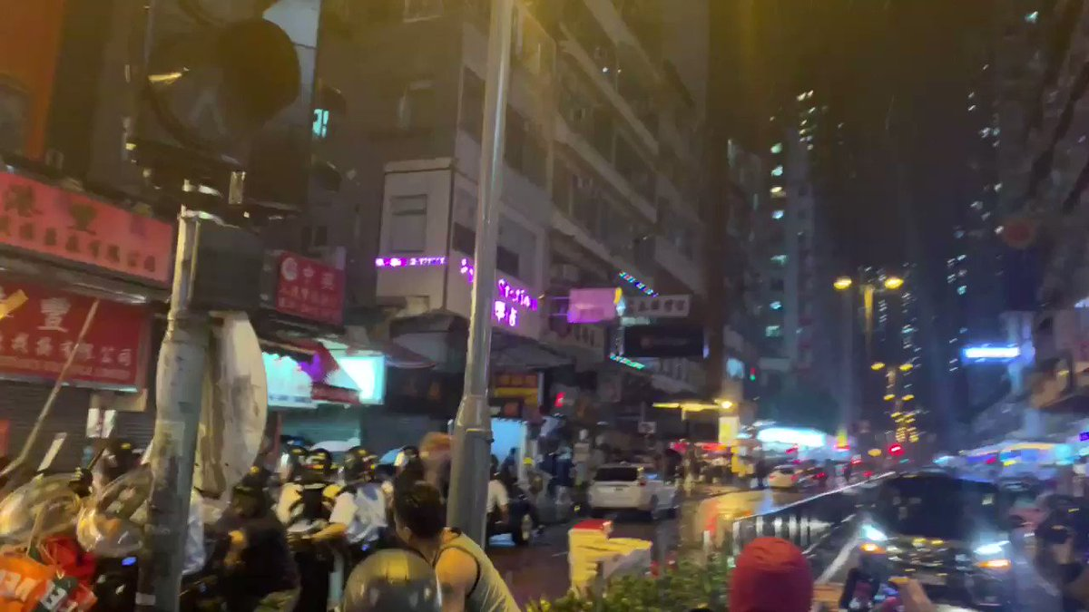 RT @PrisonPlanet: Hong Kong Police fired a warning shot into the air after they were attacked by protesters. https://t.co/MRfLFLGbTr