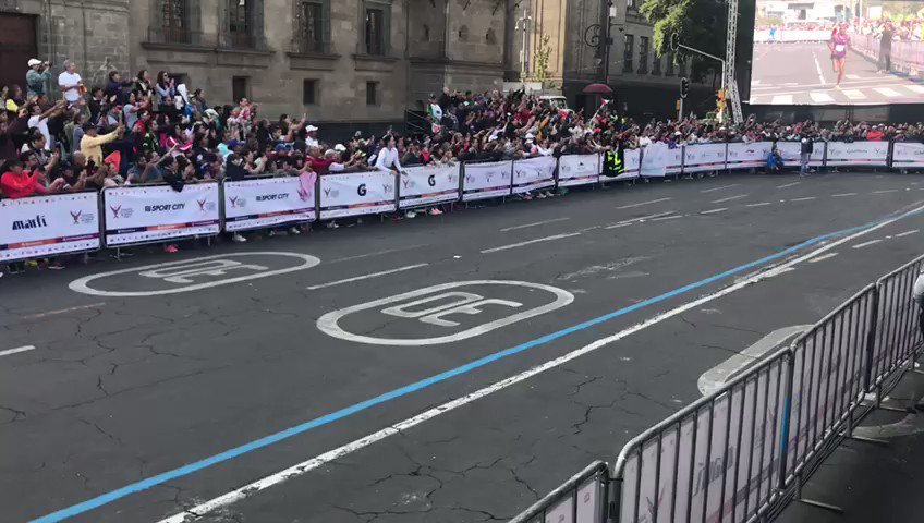 🥇Felicitamos al ganador de la rama varonil del #MaratónCDMX2019, Duncan Maiyo de Kenia, quien llegó a la meta con un tiempo de 2:12:52 hrs. 🇰🇪🇲🇽