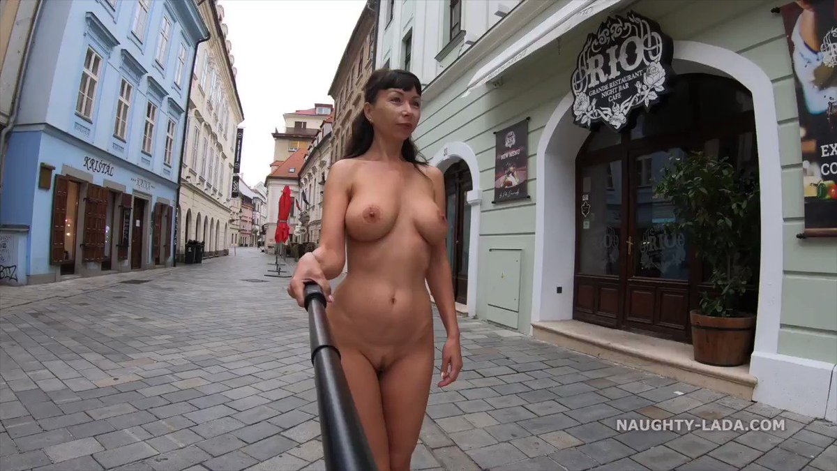 Anna smith completely naked