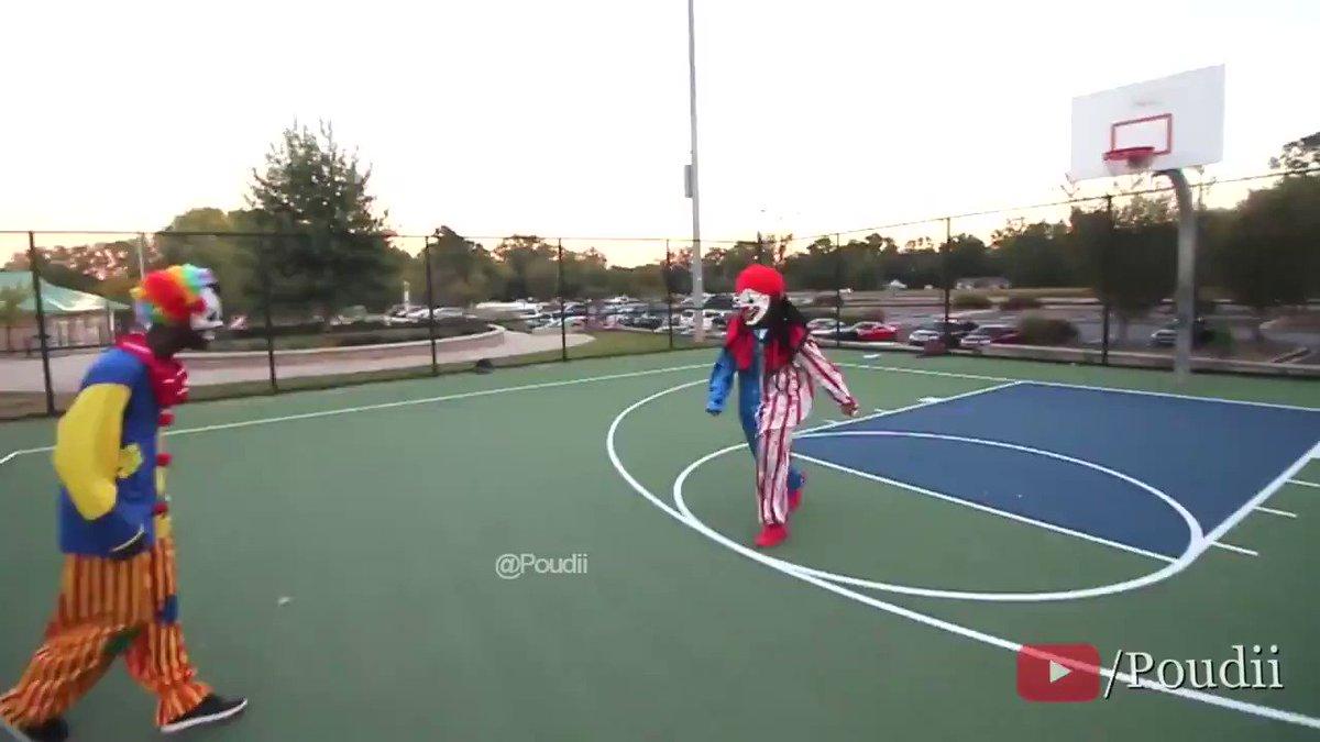 RT @TrollFootball: David Luiz & Sokratis fighting over who is the biggest clown.  https://t.co/uDpJ4v9Dzg