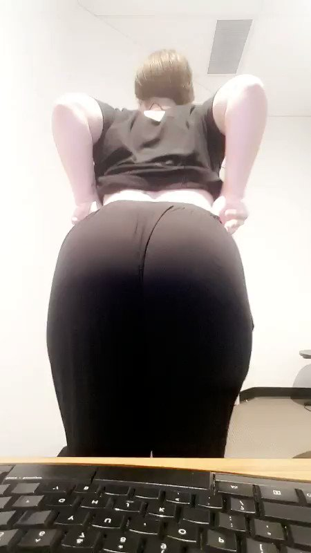 workflash - Live pantie peel from the Office, I hope you're having a great day! 😍💦🍆
