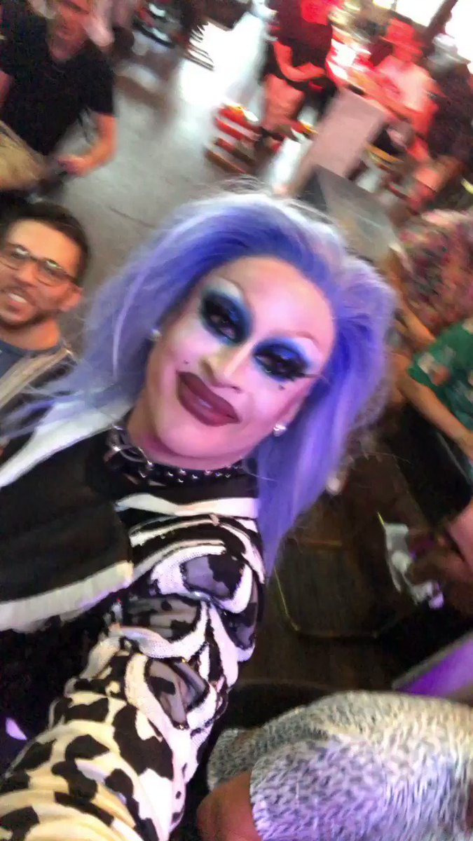 YALL @LailaMcQueen stole my phone at @hellorosss #RossBubblyBrunch👨🏼🎤